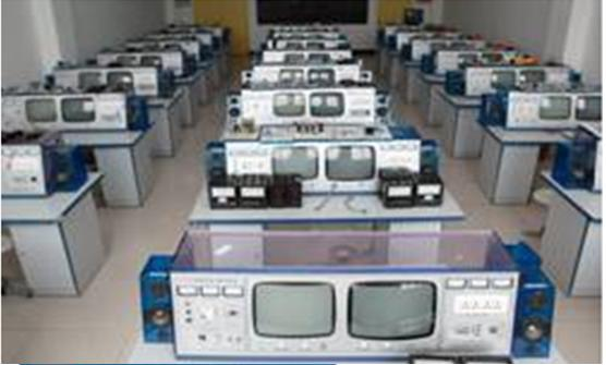 YL-07H型DVD十合一智能型家庭视听影院综合实验室设备 一、智能型家庭视听影院综合实验室设备 概述: 家电实验设备,吸收国内外先进教学仪器的优点,充分考虑实验室现状与发展,从性能和结构上进行了改进和创新,采用积木式结构,布局合理,使用方便,每个单元都可进行故障实验、测试、研究、分析,并且教师可自编自导实验,提高实验效果及学生动手能力。 二、智能型家庭视听影院综合实验室设备 技术指示 1、工作电源:AC220V10%50Hz 2、外形尺寸:110高80宽160长cm 3、整机功率:<0.
